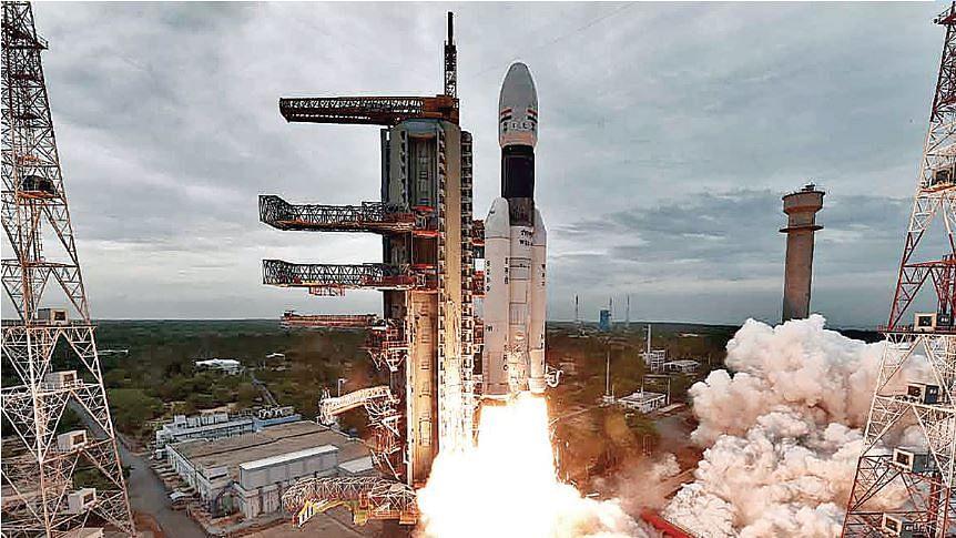 जिस चंद्रयान-2 पर अपनी पीठ थपथपा रही है मोदी सरकार, उसे तैयार करने वालों की जेब काट दी