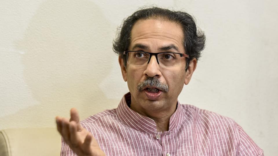 बिगड़ी अर्थव्यवस्था पर मोदी सरकार को अपनों ने घेरा, शिवसेना बोली- बिना राजनीति किए मानी जाए मनमोहन सिंह की बात