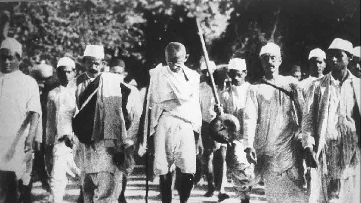 गांधी को भूलने से  बदहाल हुए  गांव-किसान, करोड़ों हो गए बेकार