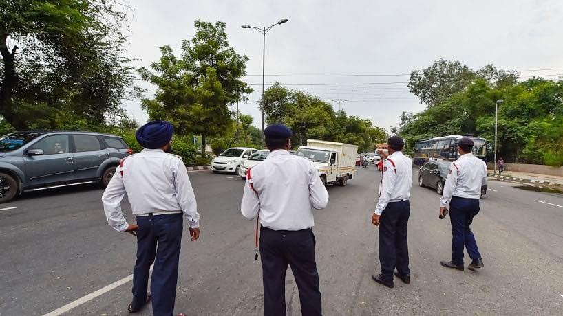 योगी राज में अगर लुंगी पहनकर चलाया कमर्शियल वाहन तो देना होगा भारी जुर्माना, ये है नया नियम