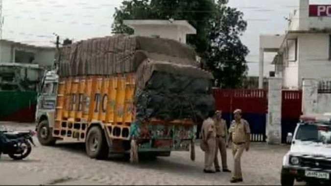 नवजीवन बुलेटिन: जम्मू-कश्मीर में नाकाम हुई बड़े हमले की साजिश और धमाके के साथ फटा हिंदुस्तान पेट्रोलियम प्लांट का टैंकर
