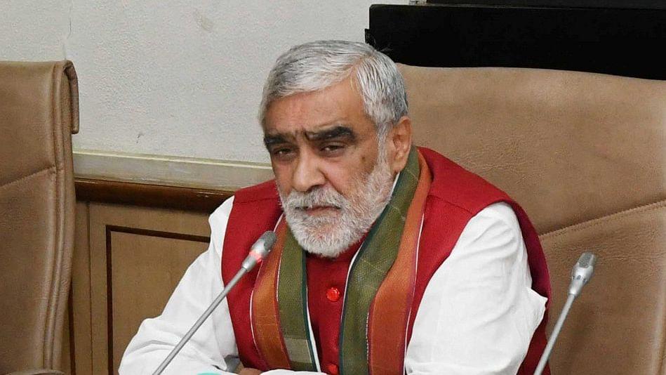 बड़ी खबर LIVE: मोदी सरकार गोमुत्र से बना रही है कैंसर की दवा, स्वास्थ्य मंत्री अश्विनी चौबे ने किया दावा