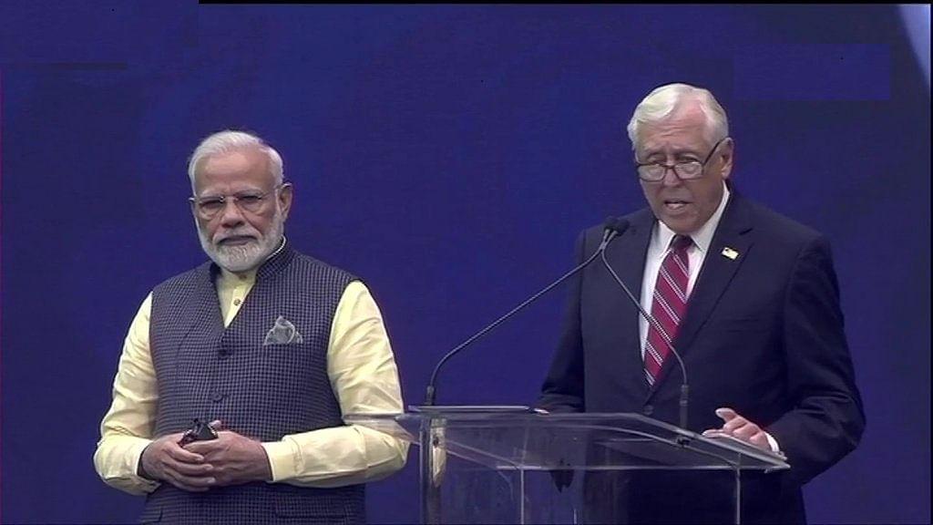 मोदी के मंच से अमेरिकी नेता ने किया पंडित नेहरू की उपलब्धियों का बखान,  'हाउडी मोदी' ताकने लगे आसमान ! देखें वीडियो