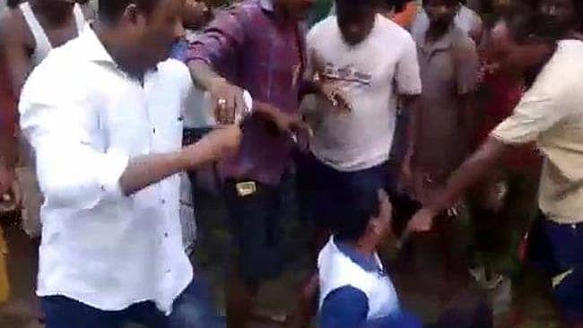 मॉब लिंचिंग: असम में 73 वर्षीय डॉक्टर की पीट-पीट कर हत्या, मजदूर की इलाज के दौरान मौत से नाराज थे चाय बागानकर्मी