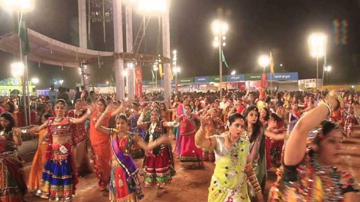 हैदराबाद में बजरंग दल का फरमान, गरबा स्थलों पर हो आधार कार्ड की जांच, ताकि 'गैर-हिंदू समुदायों' की हो सके पहचान