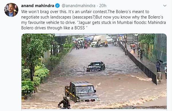 मुंबईः पानी में फंसी रह गई विदेशी जैगुआर, फर्राटे से निकल गई देसी बोलेरो, आनंद महिंद्रा ने 'बॉस' बताकर लिए मजे
