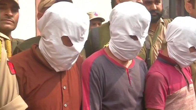 जम्मू-कश्मीर के कठुआ में चार एके-56 और दो एके-47 के साथ तीन आतंकी गिरफ्तार, घाटी में थी बड़े हमले की साजिश?