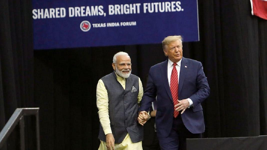 विष्णु नागर का व्यंग्यः ट्रंंपित भारत के नये राष्ट्रपिता पीएम मोदी!