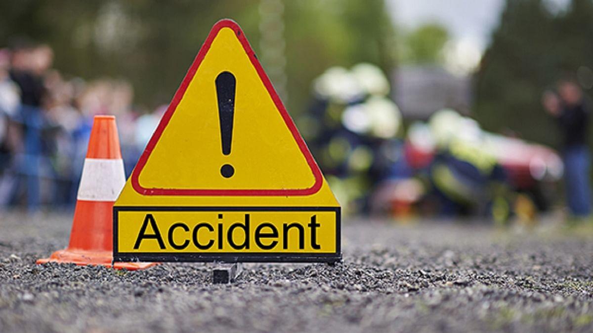 मध्य प्रदेश के सतना में भीषण सड़क हादसा, बस पलटने से 4 लोगों की मौत, 37 घायल