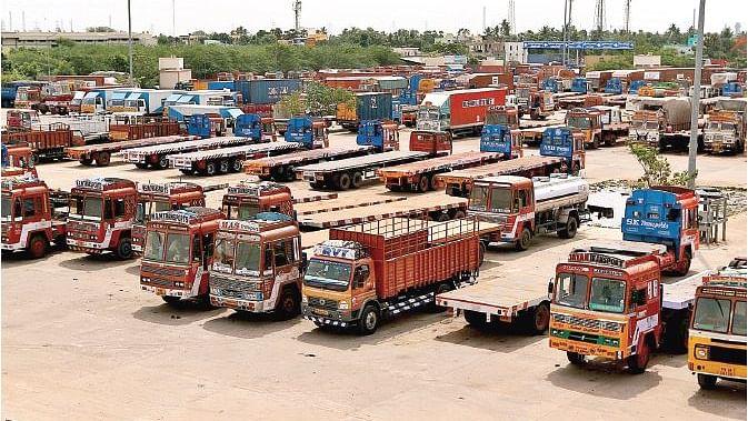 पहले नोटबंदी-जीएसटी और अब कश्मीर-पाक तनाव, उद्योग-व्यापार की कमर टूटी, लाखों लोग बेरोजगार