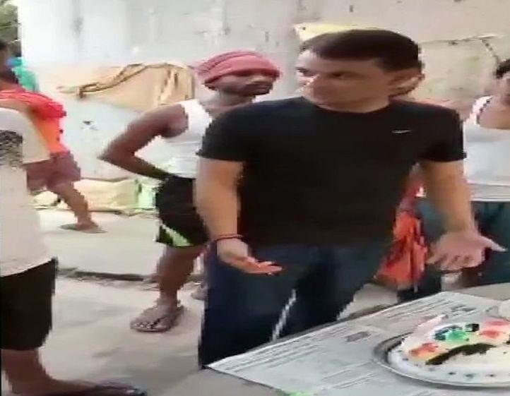 'सुशासन बाबू' के राज में बदमाशों की ऐश, सीतामढ़ी जेल में अपराधी ने केक काटकर मनाया जन्मदिन, तस्वीरें वायरल
