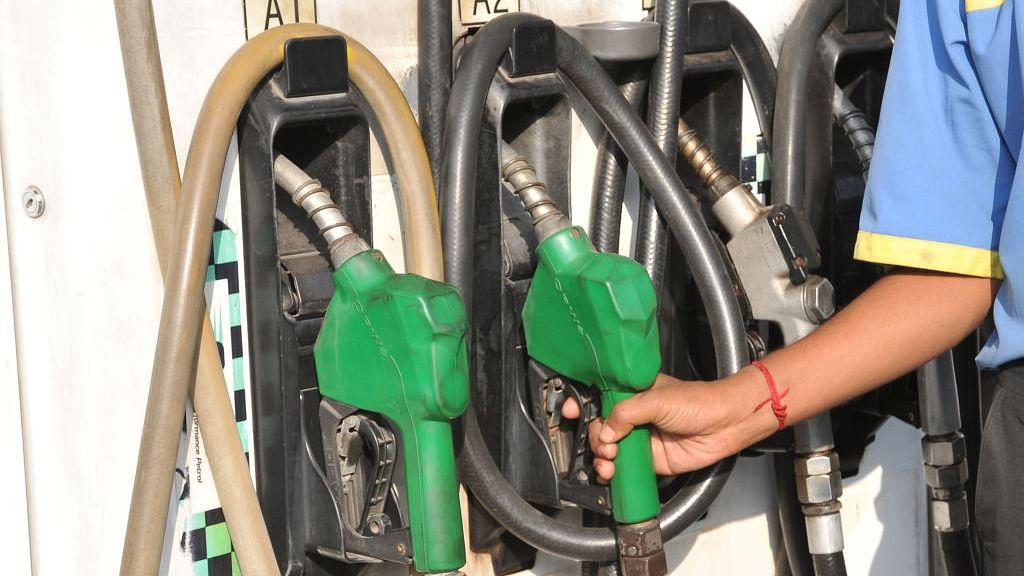 तेल के दामों लगी आग, मुंबई में  78 के पार पहुंचा पेट्रोल, डीज़ल ने भी लगाई छलांग