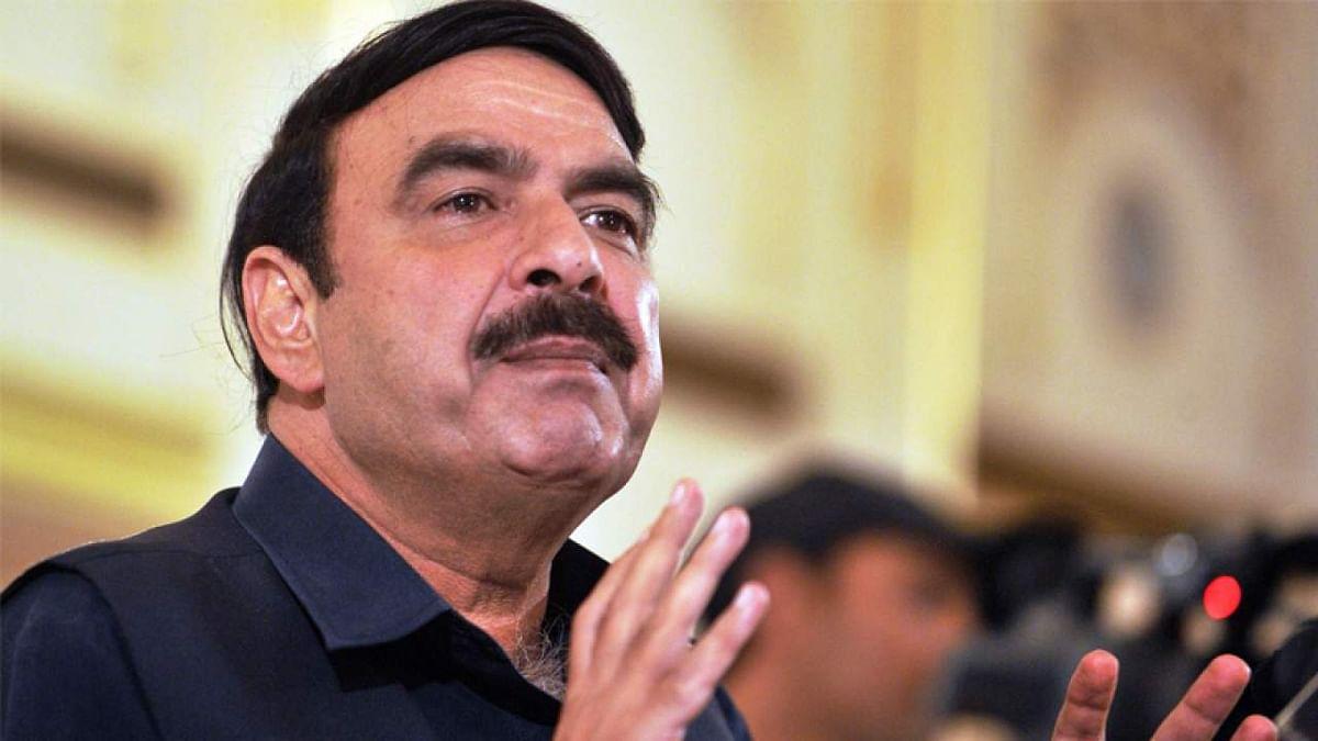 लंदन में लात-घूंसों से पिटने वाले पाकिस्तान के मंत्री पर अपने ही देश में लगा प्रतिबंध, जानें क्या है वजह