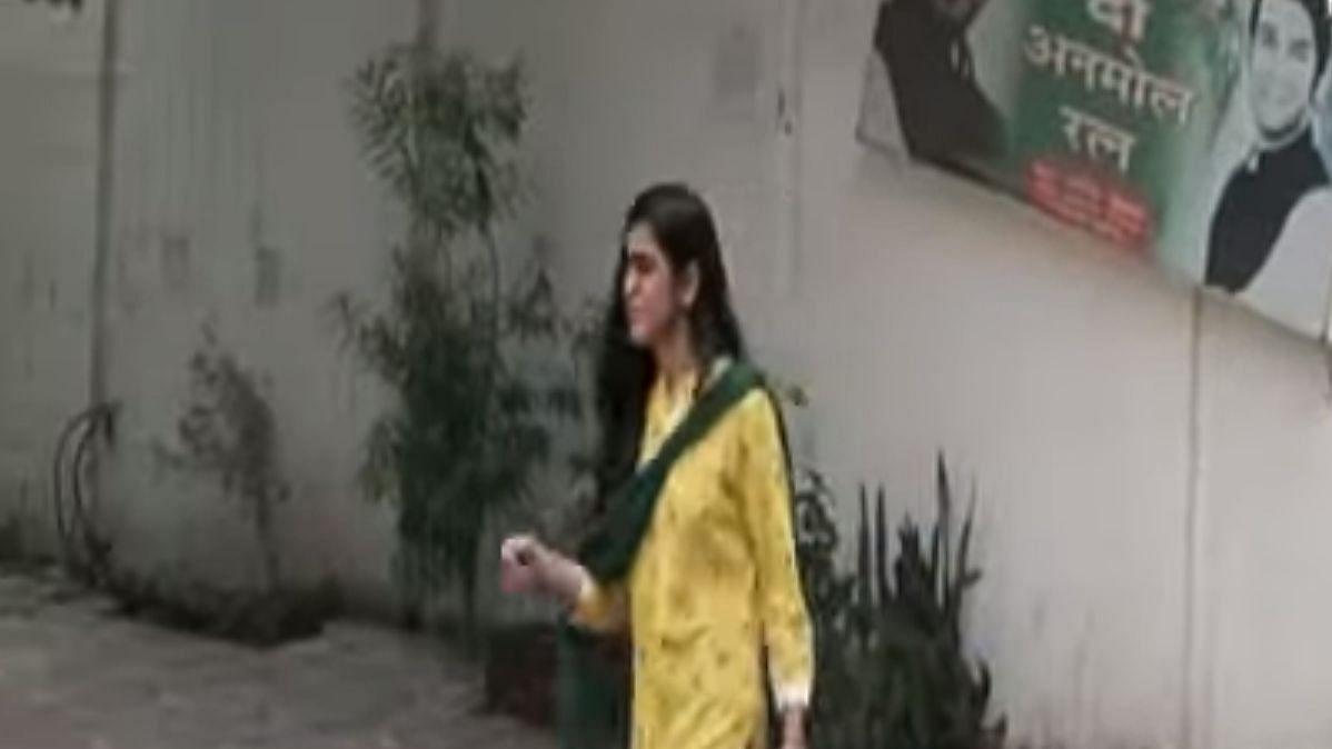वीडियो: लालू की बहू ऐश्वर्या के साथ ऐसा क्या हुआ जो रोने को हुईं मजबूर, छलकते आंसू के साथ राबड़ी के घर से निकलीं