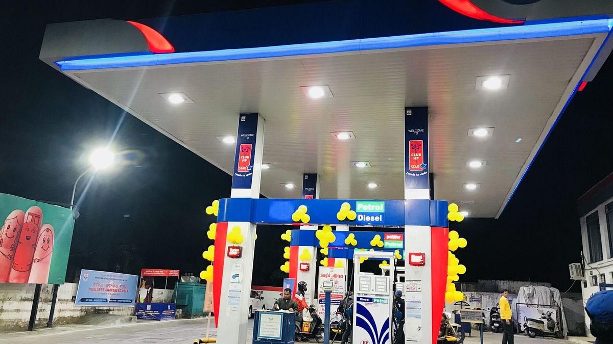 दिल्ली में फिर बढ़ीं पेट्रोल की कीमतें, एक लीटर पेट्रोल के दाम पहुंचे 74 रुपए के पास