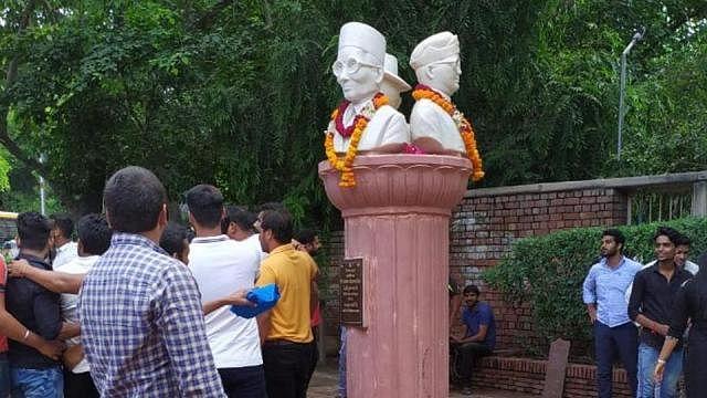 राम पुनियानी का लेखः नेताजी और भगत सिंह के साथ सावरकर को खड़ा करने का संघ का एजेंडा, लंबा है साजिश का इतिहास
