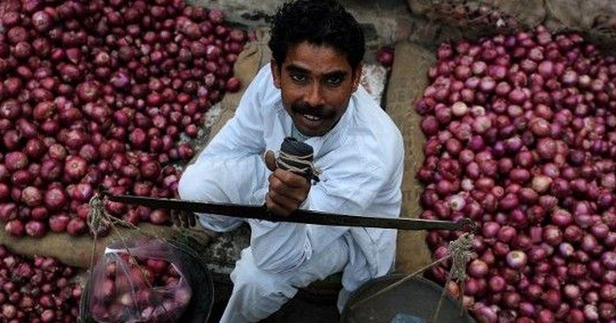 कंगाली के कगार पर खड़े पाकिस्तान में महंगाई की मार से मचा हाहाकार, जनता प्याज के आंसू रोने को मजबूर!