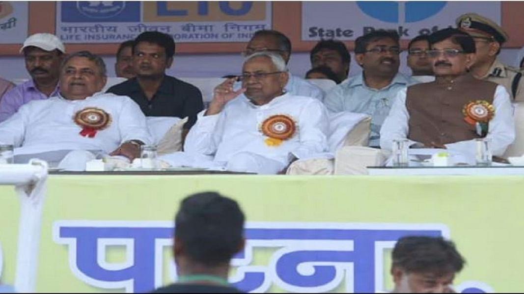 बिहारः पटना में रावण दहन में अकेले पड़ गए सीएम नीतीश, कार्यक्रम से नदारद रहे बीजेपी नेता