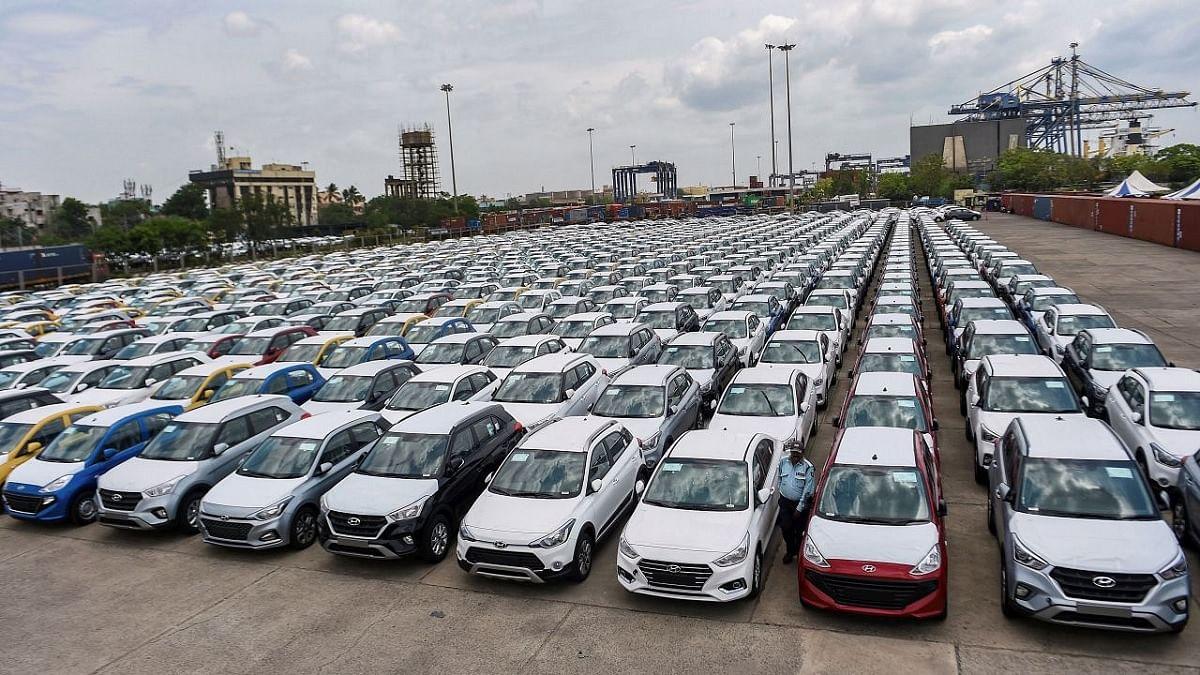 नवजीवन बुलेटिन: ऑटो इंडस्ट्री में हाहाकार! सितंबर में भी लुढ़की कारों की बिक्री और दूसरे टेस्ट में विराट का शतक