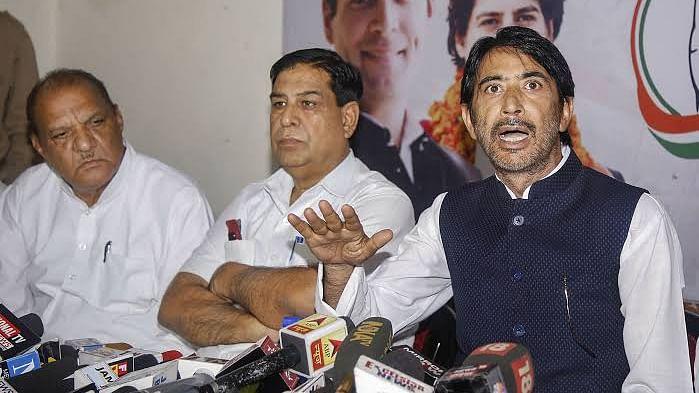 नवजीवन बुलेटिन: जम्मू-कश्मीर में BDC चुनाव को लेकर कांग्रेस का बहिष्कार और असम में आतंकी हमले की साजिश नाकाम, 4 खबरें