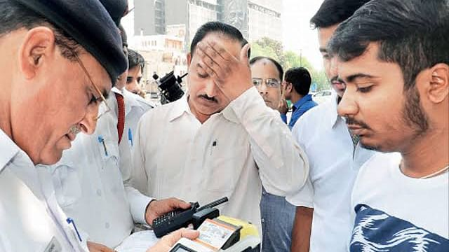 नवजीवन बुलेटिन: 4 हज़ार का पड़ेगा ऑड-ईवन का उल्लंघन और महाराष्ट्र में बागी नेता संग 300 कार्यकर्ता हुए शिवसेना से अलग