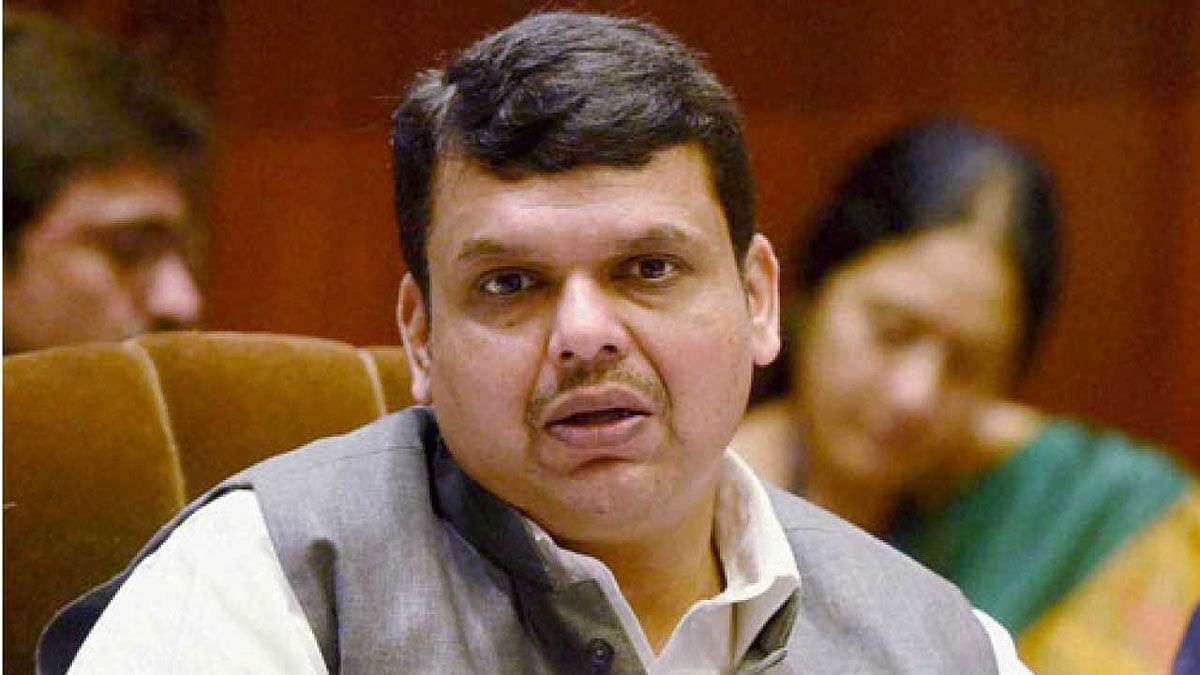 महाराष्ट्र चुनाव से पहले बीजेपी को बड़ा झटका, CM फडणवीस पर चुनावी हलफनामे में गलत जानकारी देने का चलेगा केस