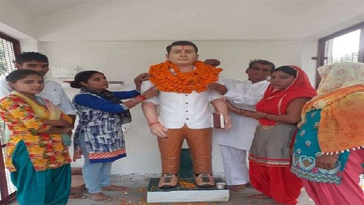 बुलंदशहर हिंसा में शहीद इंस्पेक्टर के हत्यारोपी की प्रतिमा स्थापित, दी गई गोरक्षक वीर की उपाधि