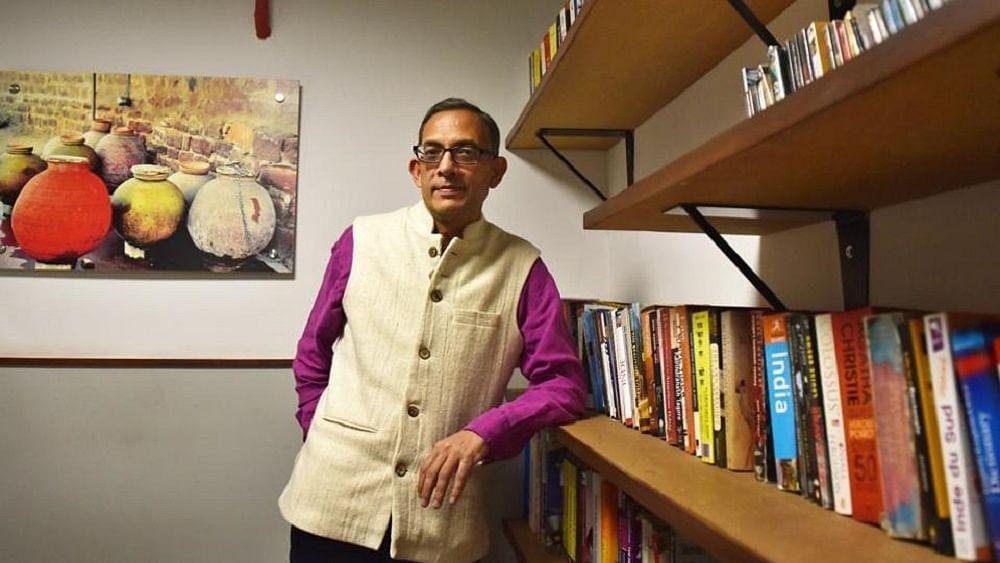 अभिजीत बनर्जी को मिला अर्थशास्त्र का नोबेल पुरस्कार, जानें कौन हैं भारतीय मूल के अर्थशास्त्री