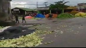 बड़ी खबर LIVE: कर्नाटक में फसल का सही दाम नहीं मिलने पर फूटा किसानों का गुस्सा, सड़कों पर फेंकी सब्जियां