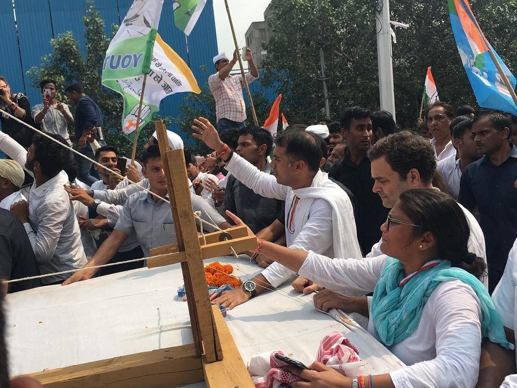 गांधी जयंती LIVE: सत्य के मार्ग पर चले बीजेपी फिर करे गांधी जी की बात: प्रियंका गांधी