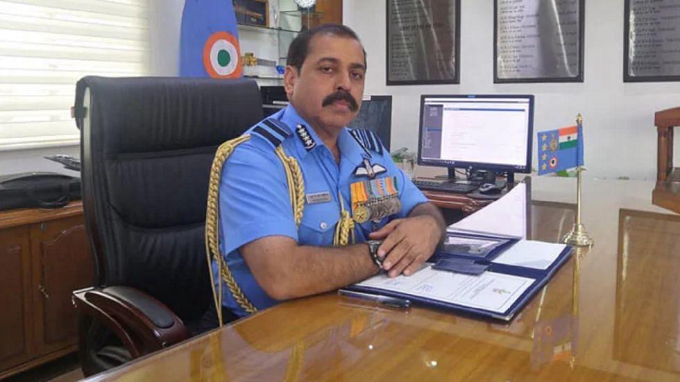 बड़ी खबर LIVE: पद संभालने के बाद पहली बार श्रीनगर एयरबेस पहुंचे वायु सेना प्रमुख, लिया हालात का जायजा