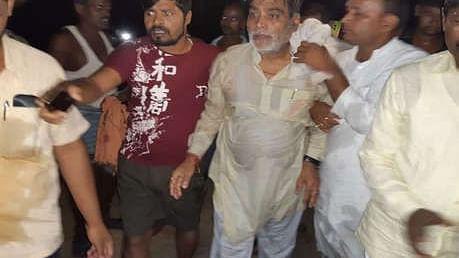 बिहार: उफनती नदी में गिरे बीजेपी सांसद, बचाए जाने के बाद बोले- सिर्फ पटना पर ध्यान दे रही सरकार