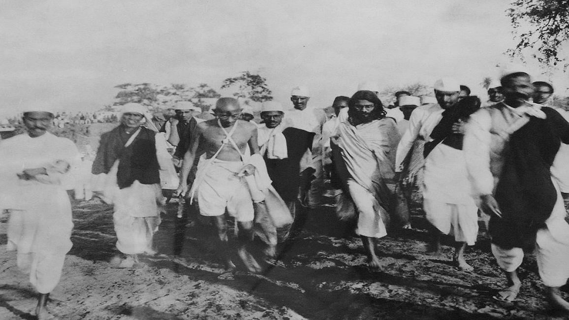 देश में पूंजीवाद के अंतर्विरोध दिखने पर याद आए गांधी