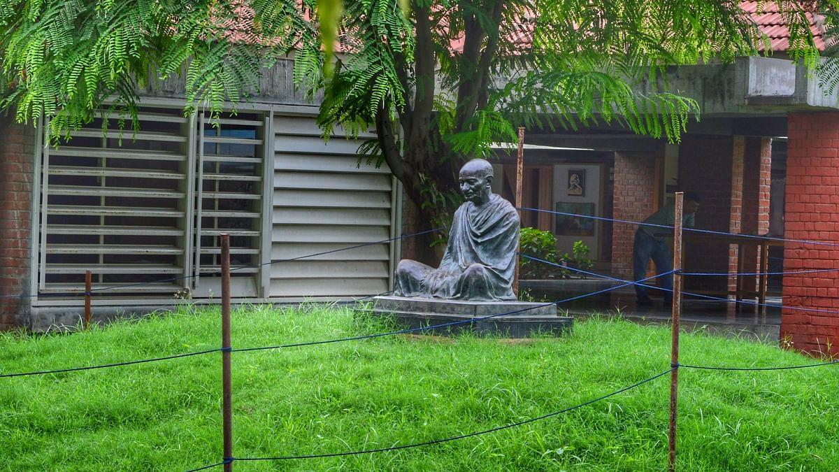 गांधी जयंती पर 'गोडसे अमर रहे' ट्रेंड करता रहा और चुप रहे सरकार, संतरी और मंत्री