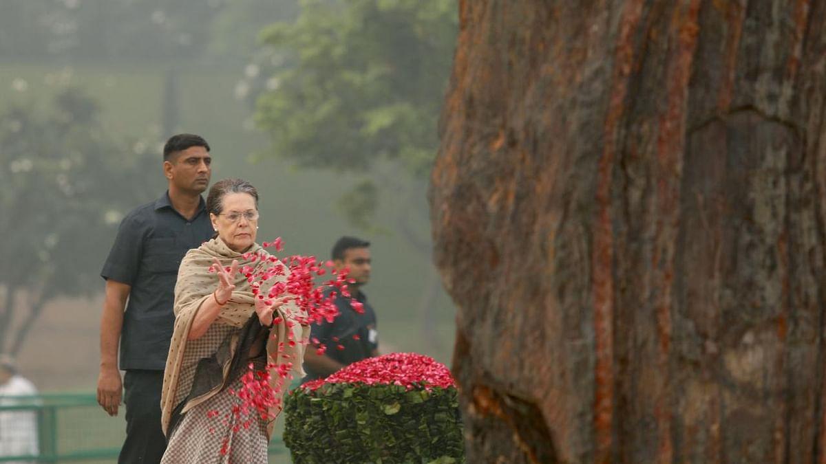 इंदिरा गांधी की पुण्यतिथि: सोनिया, मनमोहन ने दी श्रद्धांजलि, राहुल बोले- दादी के निडर फैसले करते हैं मार्गदर्शन