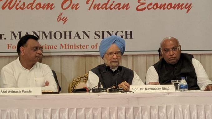 आर्थिक मंदी पर  मनमोहन सिंह का मोदी सरकार पर हमला, कहा- सरकार लापरवाह, महाराष्ट्र पर मंदी की सबसे ज्यादा मार