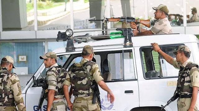 नवजीवन बुलेटिन: दिल्ली में घुसे जैश आतंकी, रेड अलर्ट जारी और मध्य प्रदेश में नदी में गिरी बस 6 लोगों की मौत, कई घायल