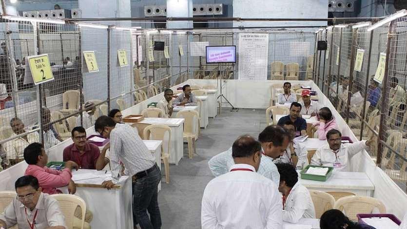 महाराष्ट्र-हरियाणा विधानसभा चुनावों के नतीजे आज होंगे घोषित, किसके सिर सजेगा ताज, यहां देखें पल-पल की अपडेट