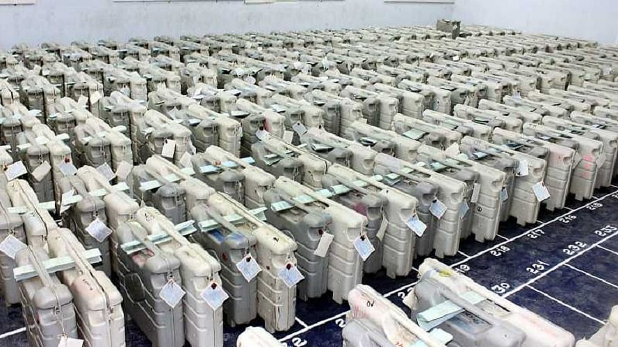 महाराष्ट्र: कांग्रेस ने EVM से छेड़छाड़ की जताई आशंका, सीईसी को पत्र लिखकर स्ट्रांग रूम में जैमर लगाने की मांग