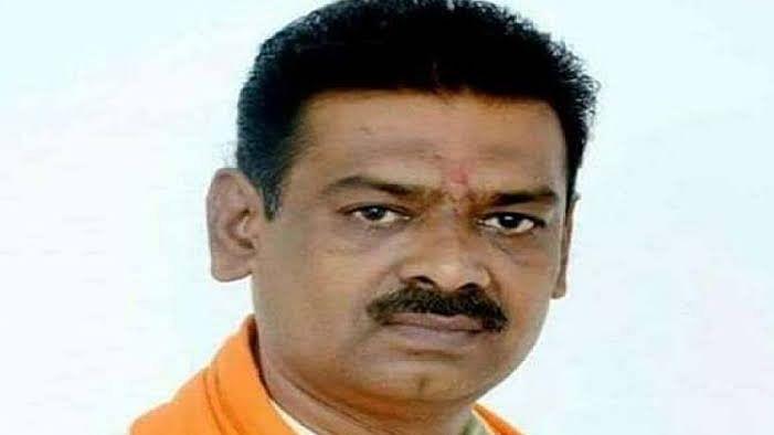 उत्तर प्रदेश: बीजेपी नेता का बेतुका बयान, कहा- धनतेरस पर बर्तनों की जगह खरीदें तलवार