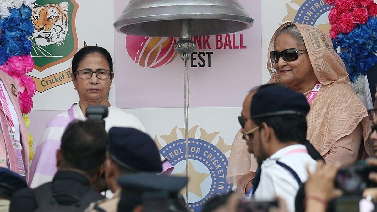 हसीना, ममता ने गांगुली के साथ  ईडन गार्डन्स में बजाया बेल, इस तरह हुई भारत में पिंक बॉल टेस्ट मैच की शुरुआत