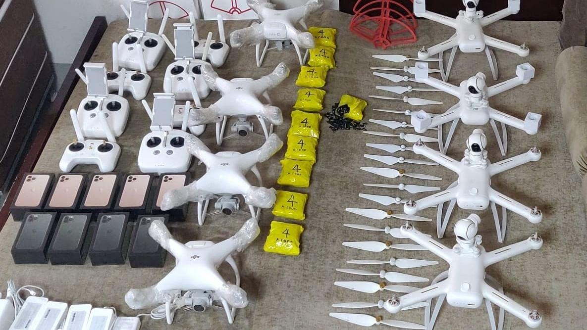दिल्ली : हवाईअड्डे पर ड्रोन की सबसे बड़ी खेप जब्त, 1 शख्स गिरफ्तार