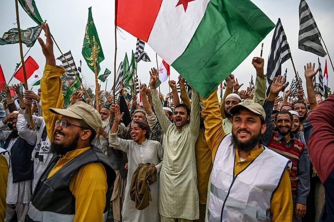 अपने ही देश में गिरफ्तार होंगे पाक पीएम इमरान? आज खत्म हो रहा है अल्टीमेटम, प्रदर्शनकारियों ने दिखाए तेवर