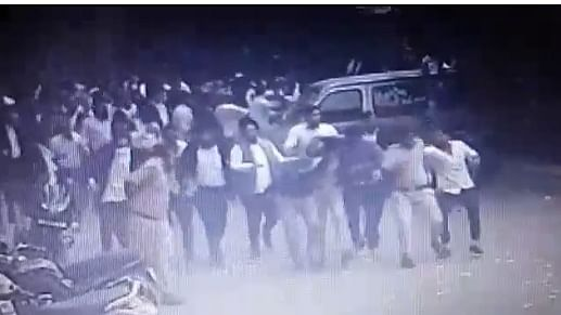 तीस हज़ारी में महिला डीसीपी की 'लिंचिंग' की कोशिश की गई थी, स्पेशल ब्रांच की जांच रिपोर्ट में खुलासा