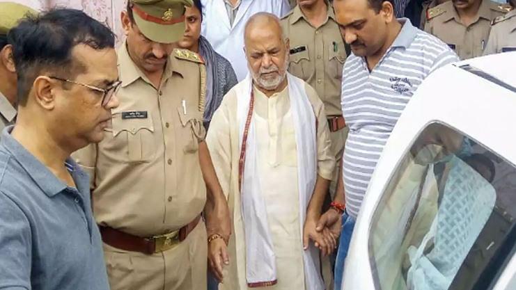चिन्मयानंद केस: SIT ने जब्त किया BJP नेता का लैपटॉप और पेन ड्राइव, घटना से संबंधित वीडियो  मौजूद होने का संदेह
