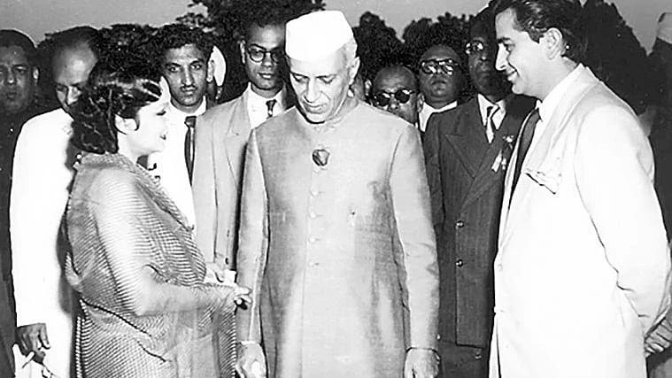 भारतीय सिनेमा को संवारने में पंडित नेहरू की अहम भूमिका रही, उनकी दूरदृष्टिता से ही शिखर पर पहुंचा फिल्म जगत