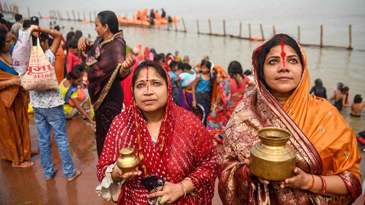भगवान भास्कर की भक्ति में सराबोर हुआ बिहार, चारों ओर गूंजे छठी मईया के गीत, किए गए सुरक्षा के पुख्ता इंतेजाम