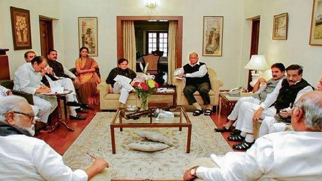 महाराष्ट्र में सरकार गठन का रास्ता लगभग साफ, तीनों दलों की कल की बैठक में हो जाएगा फैसला