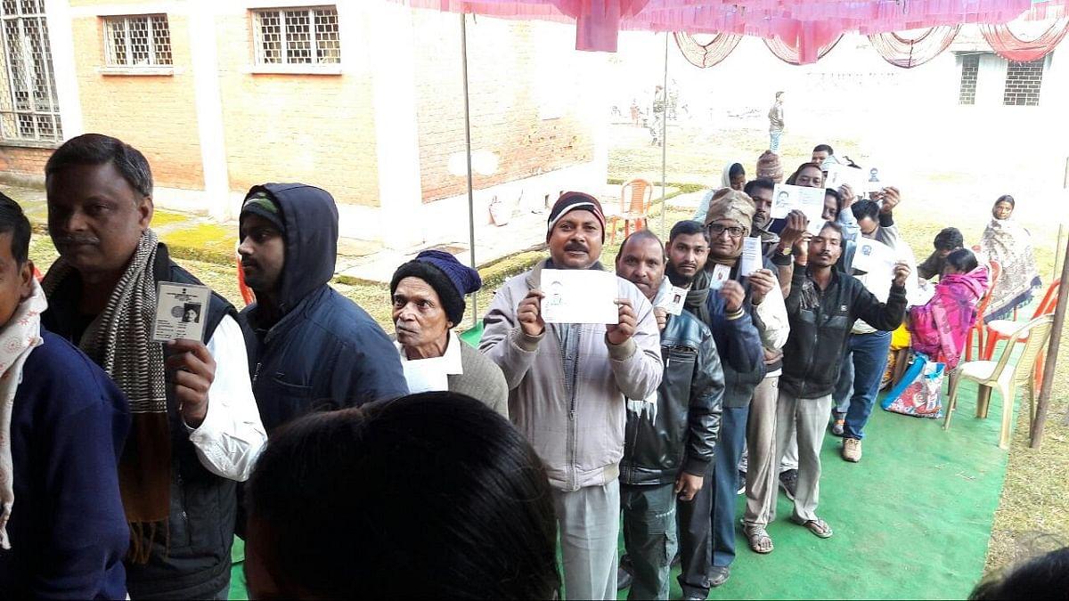 झारखंड विधानसभा चुनाव LIVE: 13 सीटों पर 62 फीसदी से ज्यादा मतदान, नक्सल प्रभावित इलाकों में बंपर वोटिंग