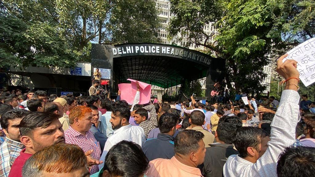 दिल्ली पुलिस कमिश्नर पटनायक पर नया संकट! PHQ पर धरना देने के खिलाफ सुप्रीम कोर्ट के वकील ने भेजा नोटिस